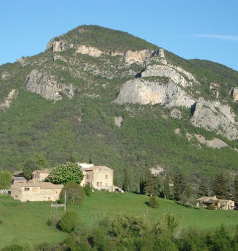 Photographie Ferme chateau et la montagne d'Asclet